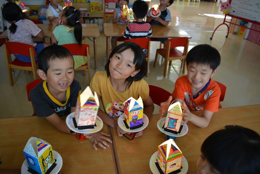 小学1年生をお迎えして、夏休み工作教室が開かれました
