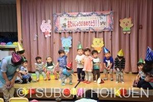 みんなでお祝いお誕生会 歌や踊りを発表しました♪